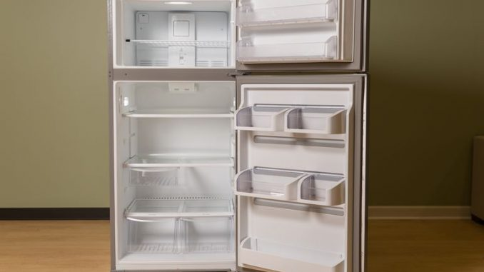 frigidaire-top-freezer-fgtr1845qf-product-photos-1