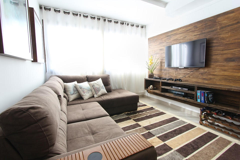 How to Set Up a HD TV at Home