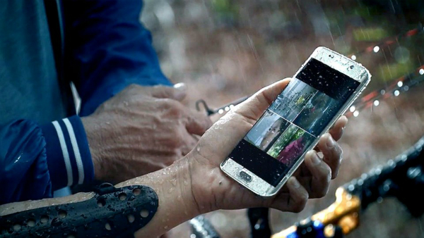 5 Tips to Safeguard Your Smartphone This Monsoon
