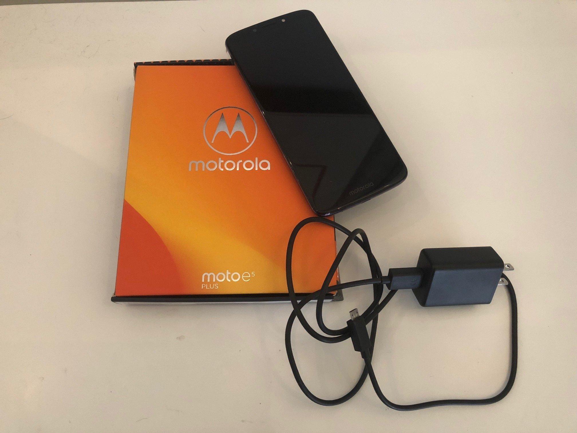 Budget smartphones Moto E5 Plus