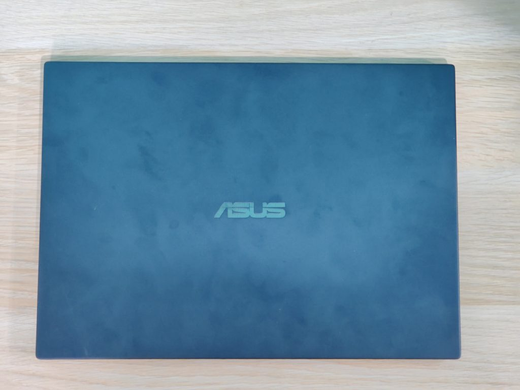 ASUS ExpertBook P2 P2451FB Lid Design