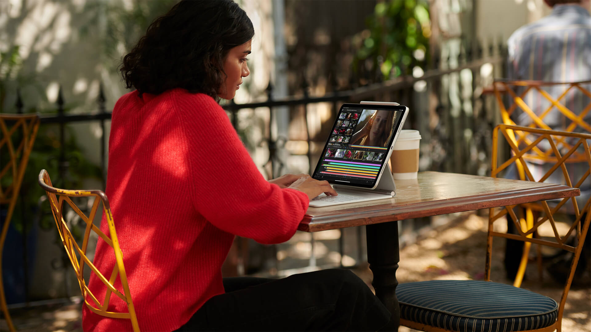 Apple iPad Pro 2021 Lifestyle