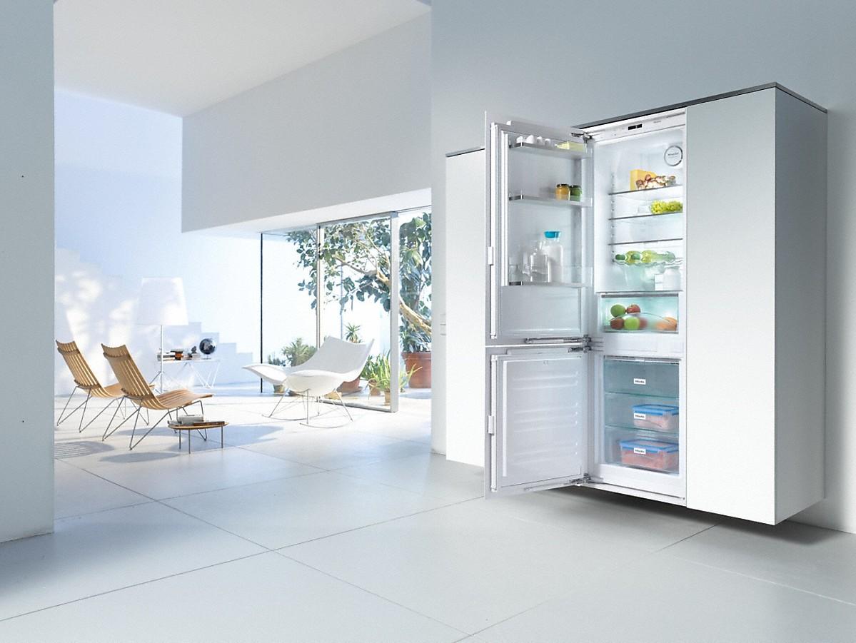 Close Refrigerator Door